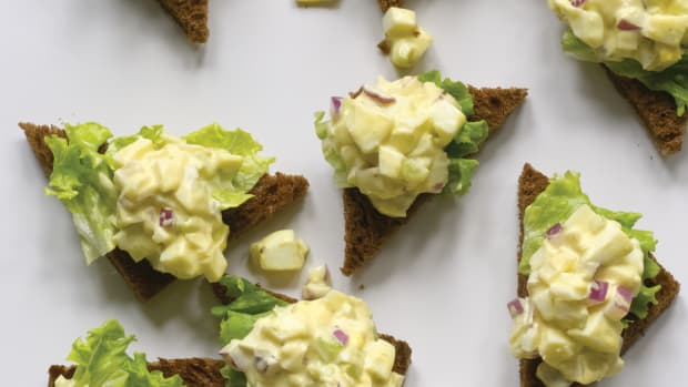 Gourmet Egg Salad on Pumpernickel Toast Points