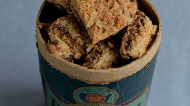 Aunt Minnie's Date and Oat Bars