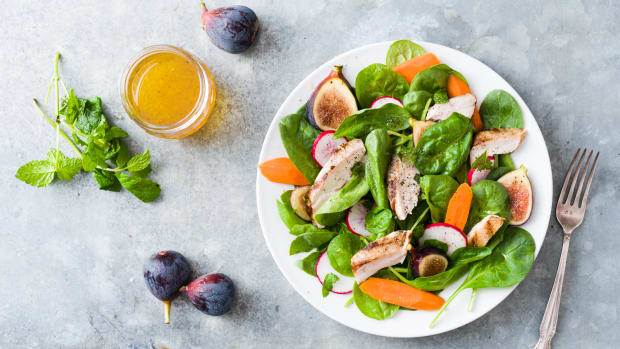 Wide Fig, Carrot and Spinach Salad with Grilled Chicken