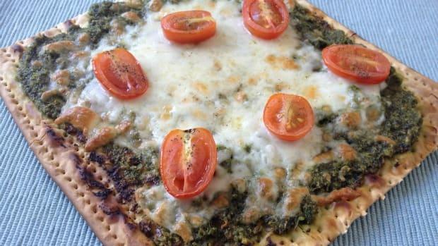 pesto matzo pizza