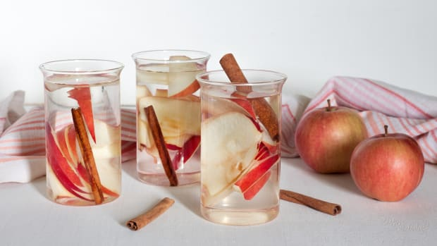 bigstock-Infused-Water-With-Apple-And-C-213710977