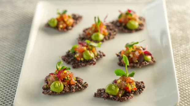 Asian Tuna Tartare On Crispy Rice Crackers