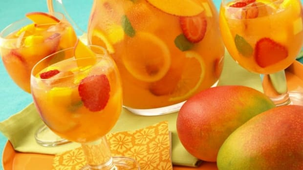 Sparkling Mango Strawberry Sangria (Non-alcoholic)