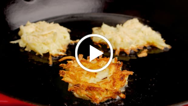 jewlish crispy potato latkes featured