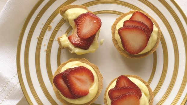 Strawberry Pastry Cups