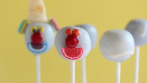 clown cake pops 6 blog