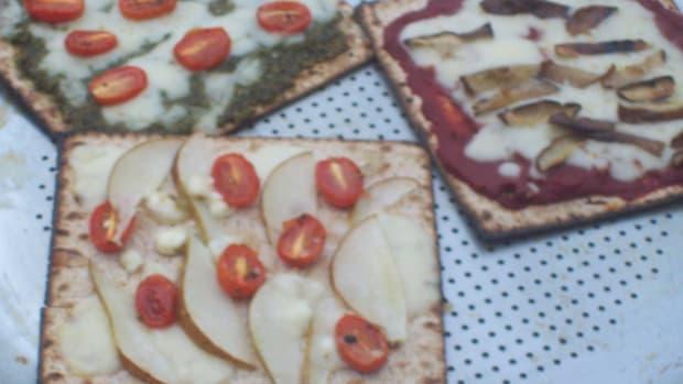 Caramelized Onion Matzo Pizza