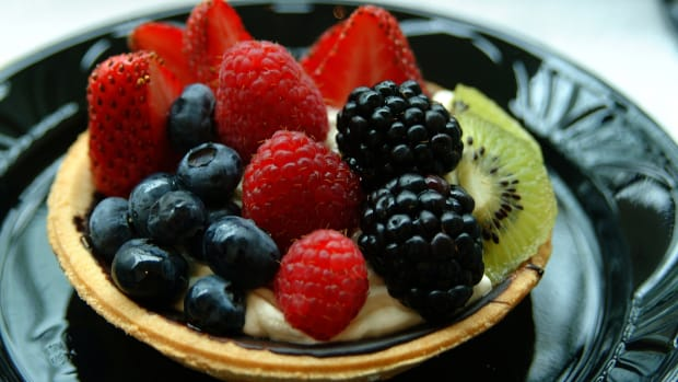 yogurt berry tart