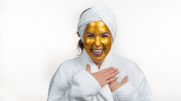 Jamie Geller gold mask