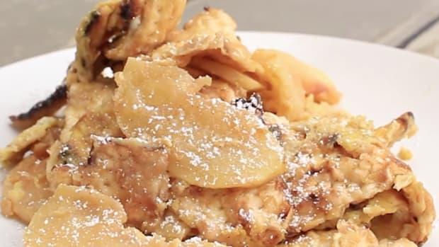 Cinnamon Apple Matzo Brei