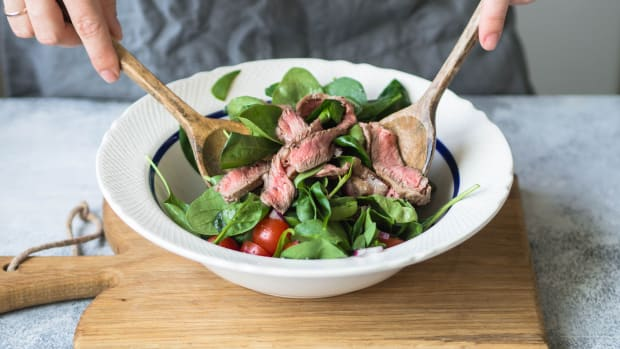 spinach salad with roast beef