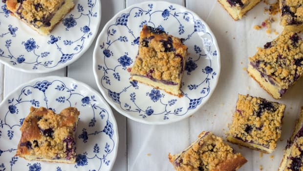 Crumbly Blueberry Coffee Cake