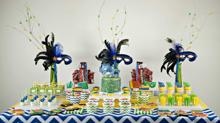 How To Decorate A Party Sweets Table