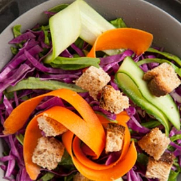 spinach salad with pom dressing