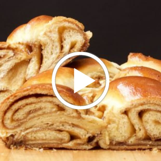 Cinnamon Roll Challah Video