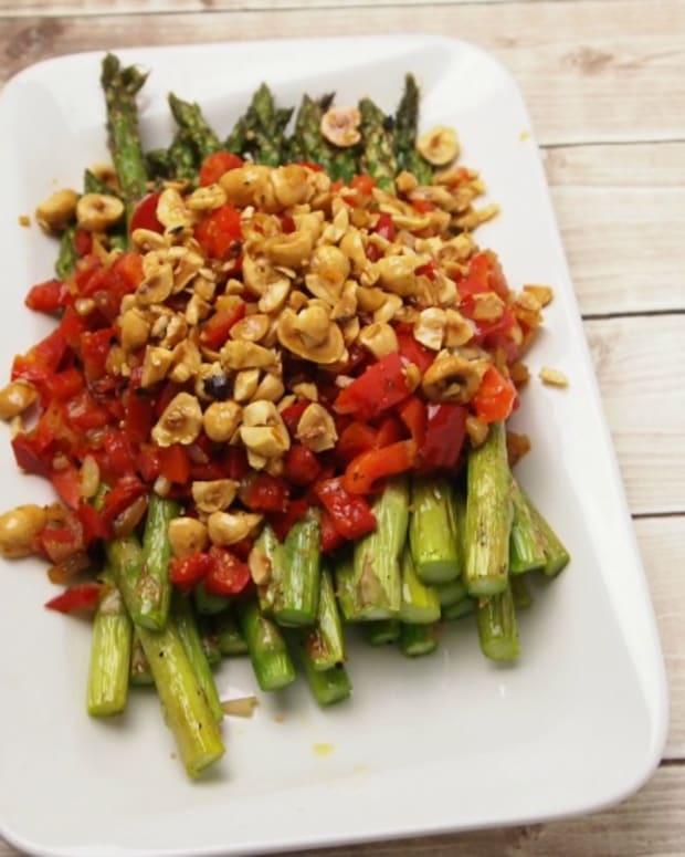 roasted-asparagus-with-hazelnuts