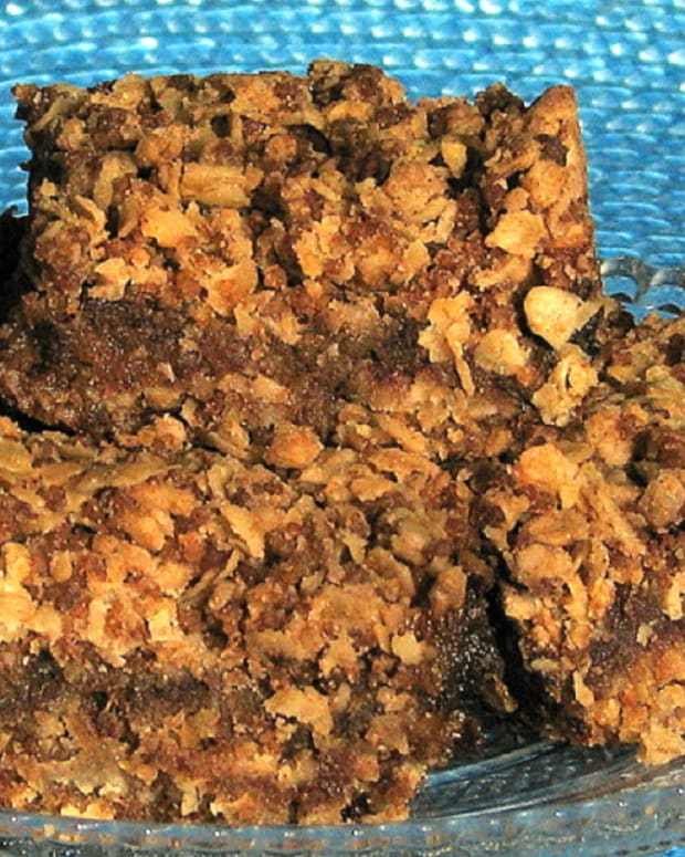 Heavenly Israeli Date Squares