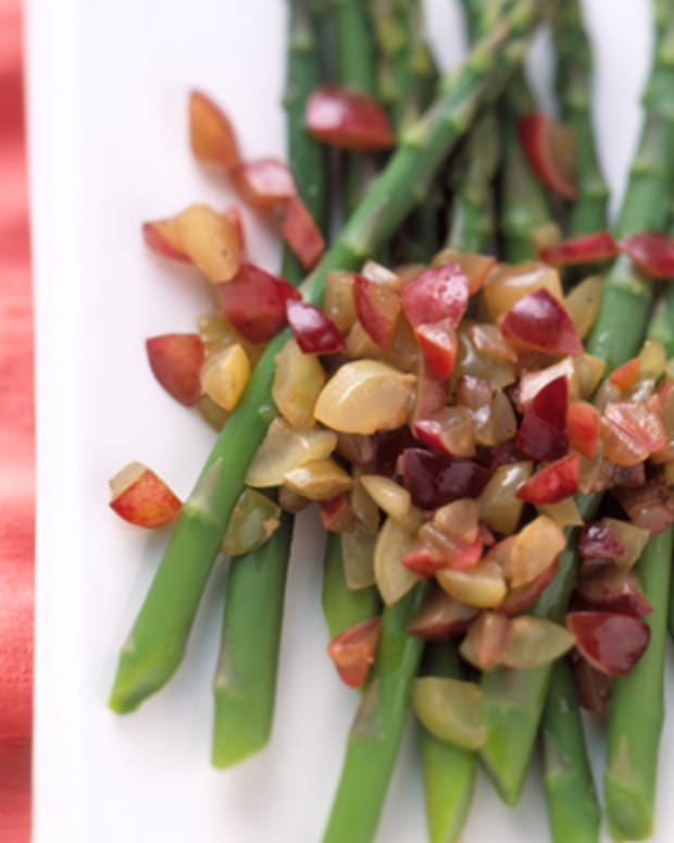 Asparagus-with-Fresh-Grape-Relish
