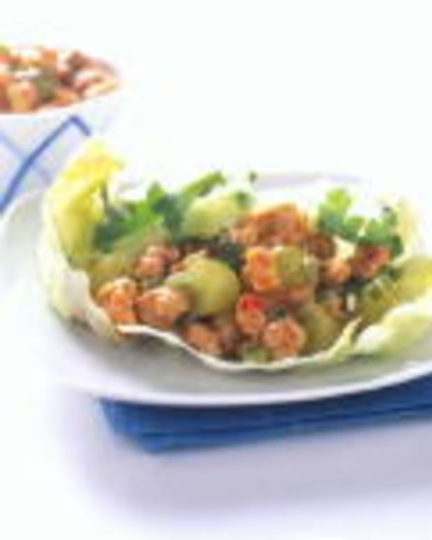SPICY CHICKEN AND GRAPE LETTUCE CUPS
