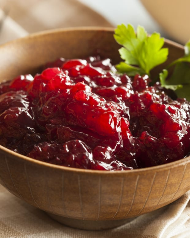 classic cooked whole-berry cranberry sauce
