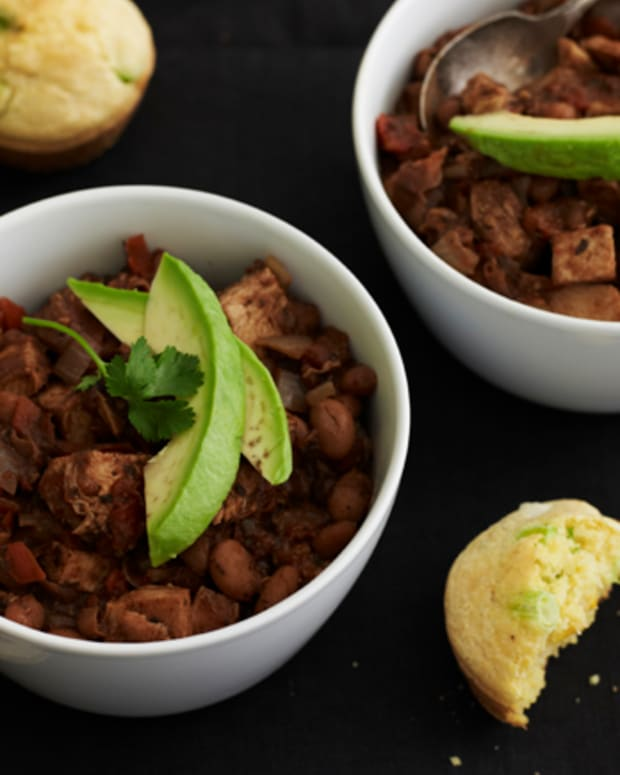 turkey chili loaded with cornbread muffins