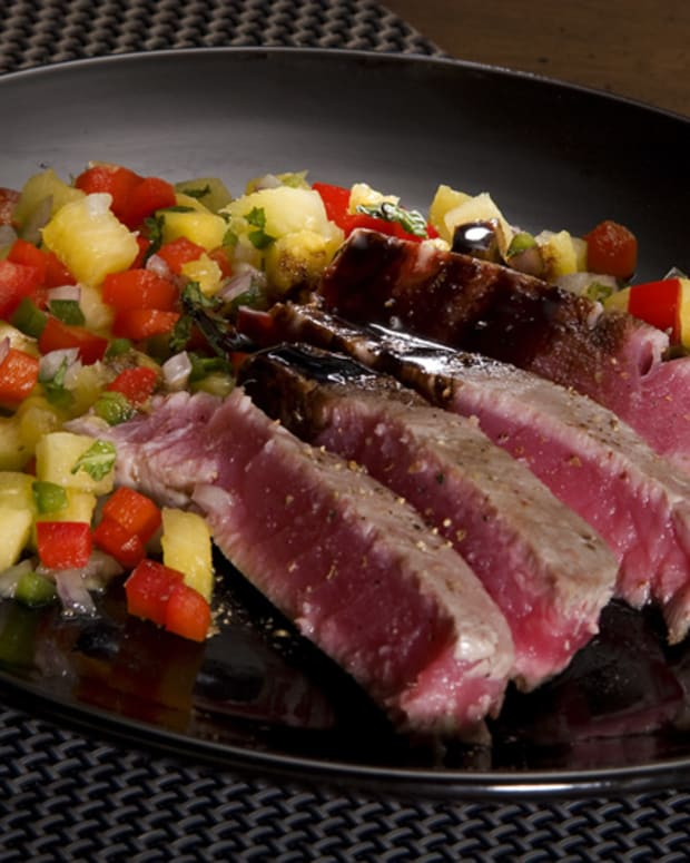 seared tuna with pineapple
