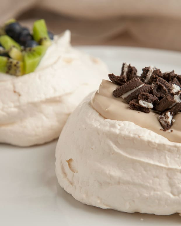 Pavlova with Greek Yogurt