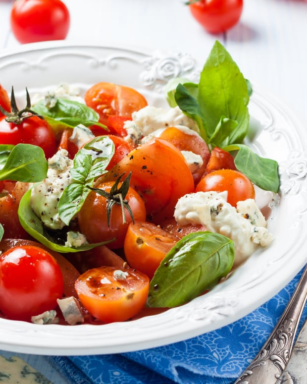 tomatoes with blue cheese dressing