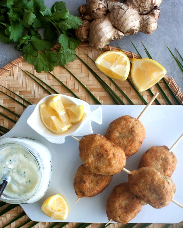 Fish Kebabs with Yogurt Sauce