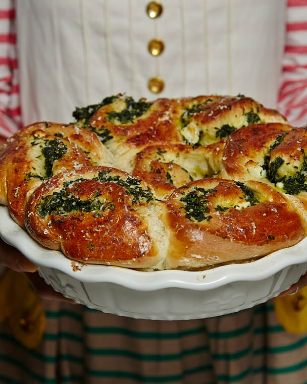 SPINACH AND FETA STUFFED CHALLAH