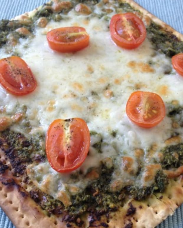 pesto matzo pizza