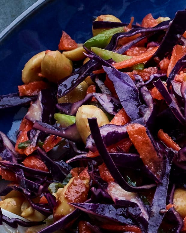 Asian slaw with red cabbage