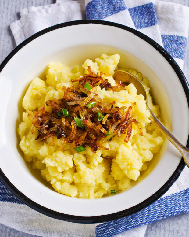 Mashed potatoes with carmelized onions