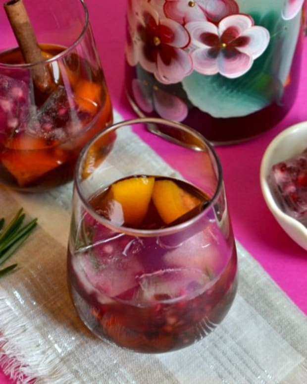Chilled Mulled Pomegranate Wine