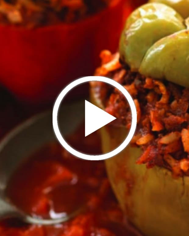 traditional stuffed peppers video