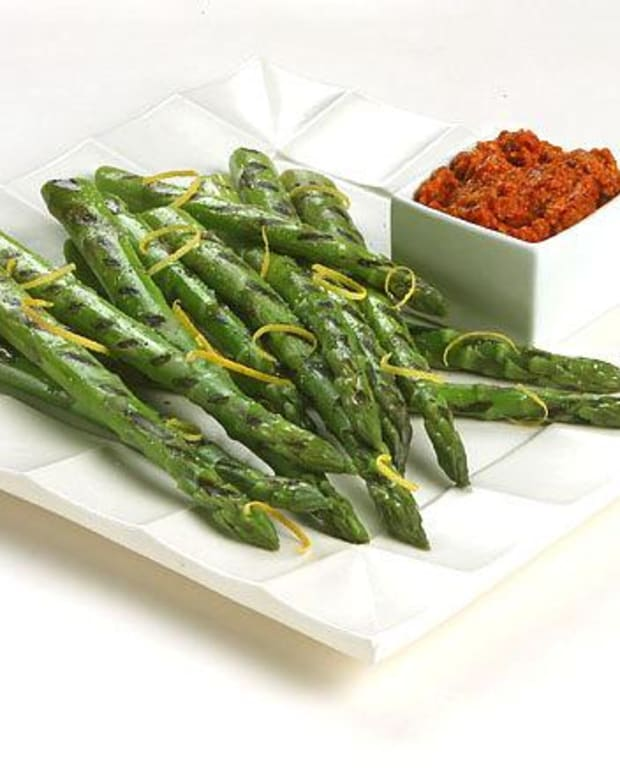 Grilled Asparagus with Romesco Sauce