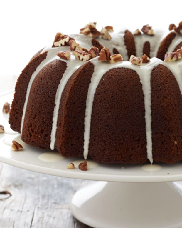 Molasses Spice Bundt Cake