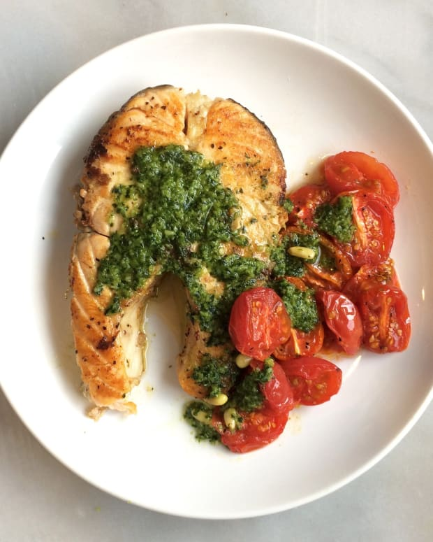 Salmon steaks with Pesto Garnish
