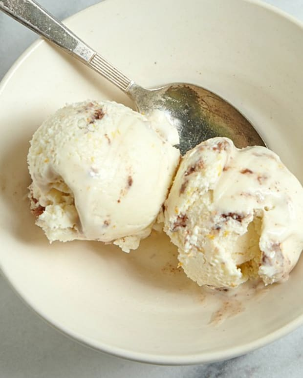 Cream Cheese Ice Cream with Macaroons