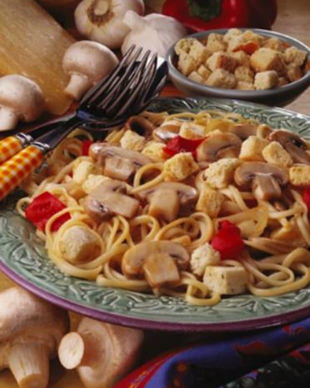 Linguine with Mushroom Caesar Sauce