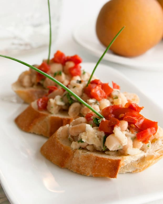 Cannellini Bean, Tomato & Fresh Basil Crostini