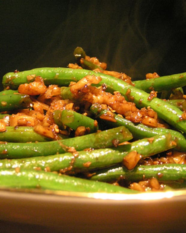 Green Beans with Walnut Miso