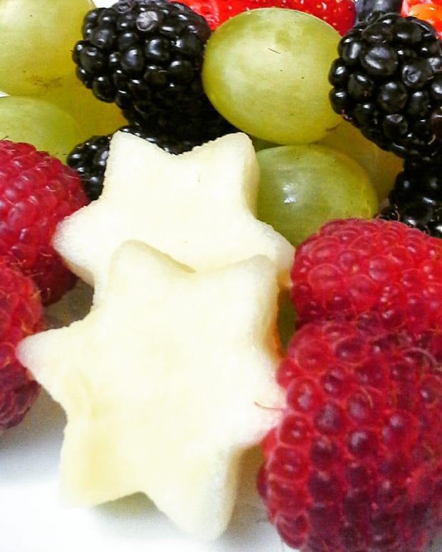 Mini Star of David Fruit Skewers with Vanilla Cashew Cream