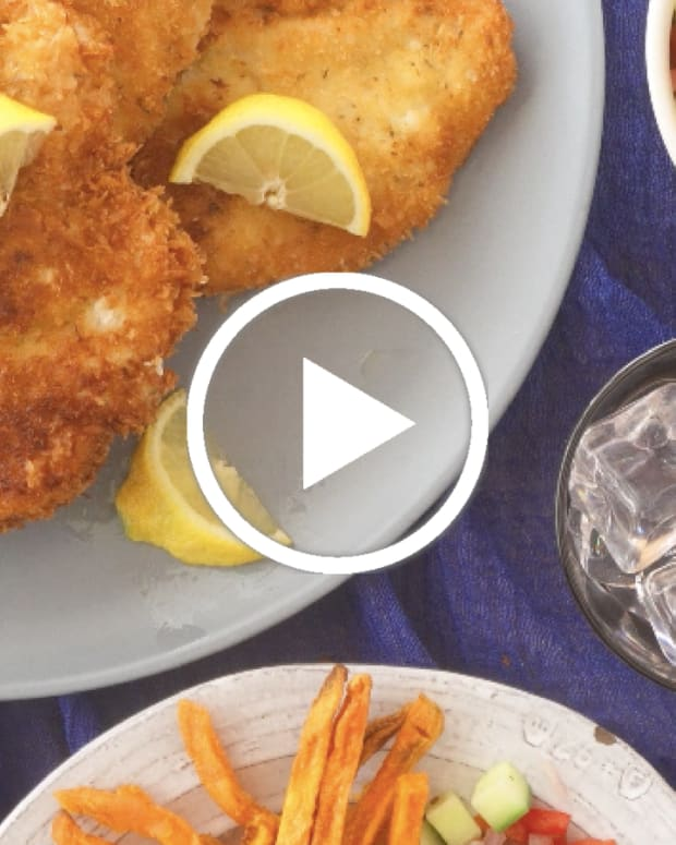 Jewish chicken schnitzel video