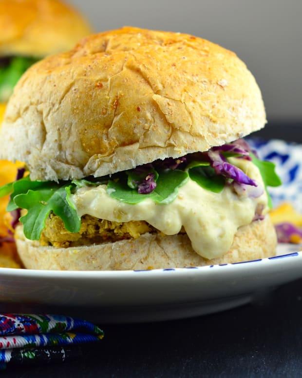 Quinoa burgers with horseradish alioli