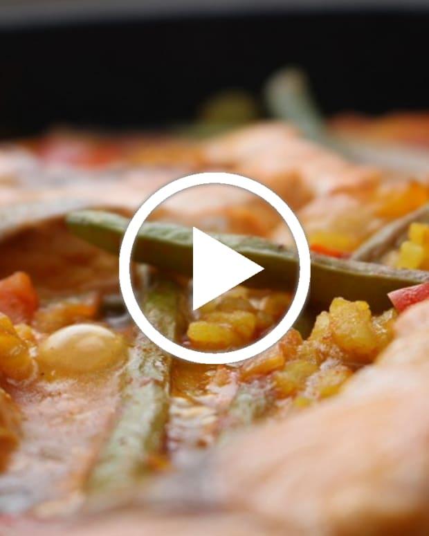 One-Pot-Salmon-Paella featured