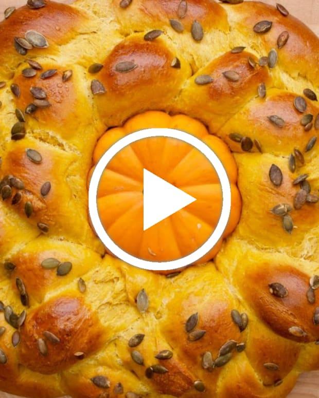pumpkin spice challah featued