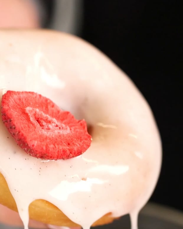 luscious vanilla bean glaze.png