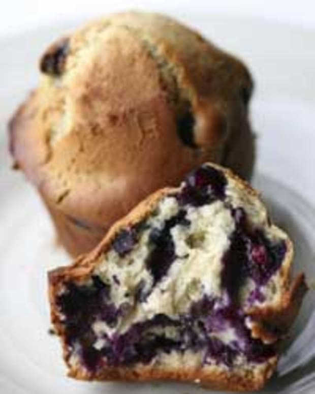 Old-Fashioned Wild Blueberry Muffins