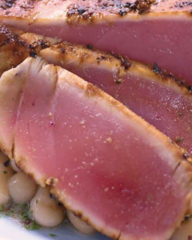 seared-yellowfin-tuna-over-white-beans-106